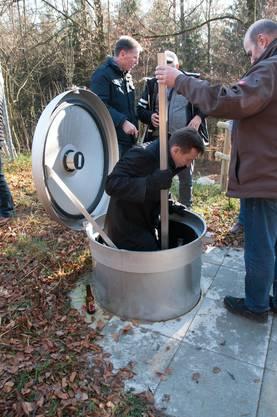Einstieg in eine Brunnenstube.