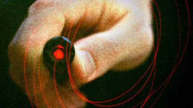 Laserpointer-Attacke auf Lokführer. (Symbolbild)