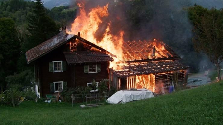 Wohnhaus und Stall in Schiers GR waren nicht mehr zu retten und wurden ein Raub der Flammen.