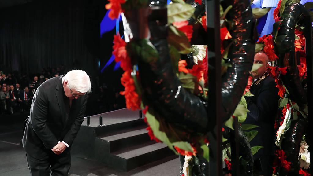 Bekenntnis zur deutschen Schuld an Völkermord an den Juden: Bundespräsident Steinmeier bei der Kranzniederlegung in der Holocaust-Gedenkstätte Yad Vashem in Jerusalem.