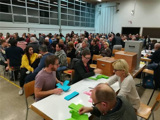 Die Meinungen waren gemacht: Nach einer kurzen Debatte konnte die Abstimmung erfolgen.