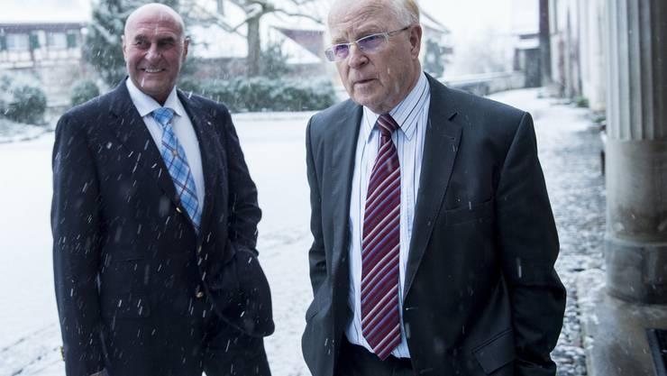 Der angeklagte Ulrich Schlüer (rechts) am Montagmorgen mit seinem Anwalt Valentin Landmann.