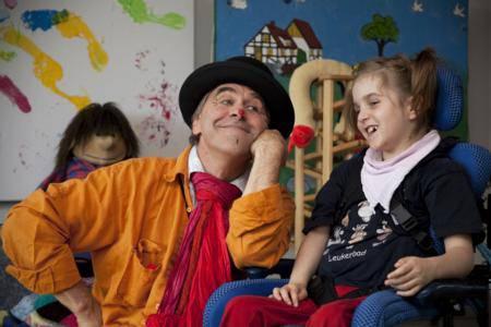 Die Clowns bringen die Kinder  der St