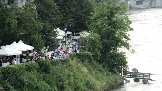 So soll es wieder werden. Ab Mittwoch ist das Rheinufer für Aufbauarbeiten reserviert. Foto: Kenneth Nars