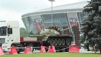 Schweres Kriegsgerät statt Fussballfans: Auch die Donbass Arena in Donezk bleibt von Kampfhandlungen nicht verschont