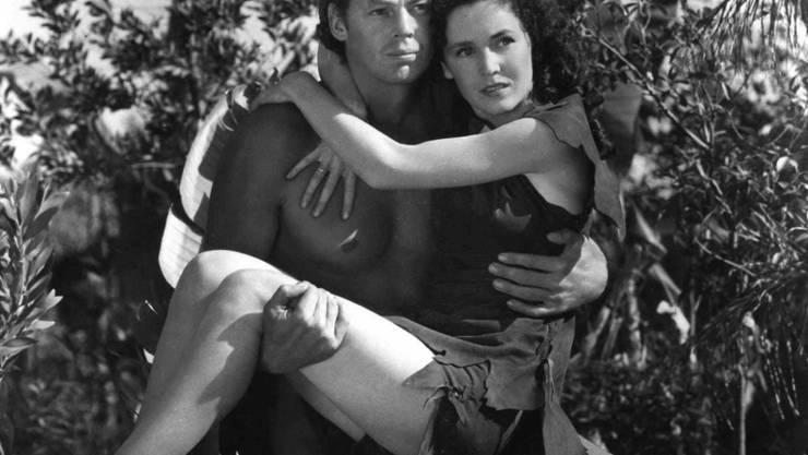 Der Top-Schwimmer Johnny Weissmüller in seiner Filmrolle als Tarzan.