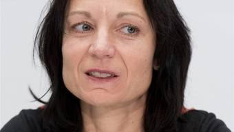 Die SP-Nationalrätin Yvonne Feri will für mehr Weiblichkeit in der Politik kämpfen. Es sollte Zwang sein, dass 40% Frauen auf jeder Parteiliste bei jeder Wahl stehen.