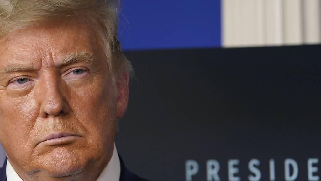 ARCHIV - Donald Trump, amtierender Präsident der USA, hört während einer Pressekonferenz im Besprechungsraum des Weißen Hauses zu. Foto: Susan Walsh/AP/dpa