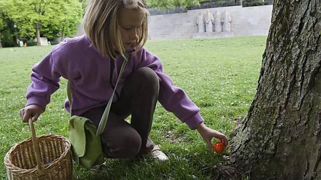 Trockene Ostern: Die Kinder konnten vielerorts die Ostereier im Garten suchen, ohne nass zu werden - wie hier in Genf