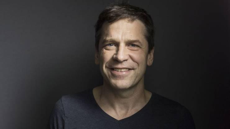"""Der Schriftsteller Guy Krneta liest am 9. März 2019 anlässlich des Festivals """"aller-retour"""". (Archiv)"""