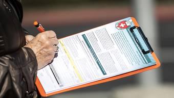 Bald dürfen sich Komitees wieder in Fussgängerzonen stellen: Unterschriftensammlungen sind ab dem 1. Juni wieder erlaubt. (Symbolbild)
