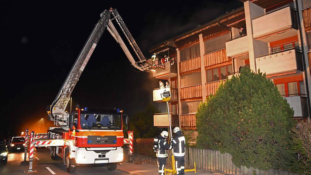 Bei einem Brand im Keller eines Mehrfamilienhauses in Kerns mussten 24 Personen evakuiert werden.