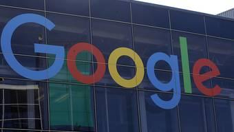 Nach Twitter will nunmehr auch der Google-Konzern gegen Wahlwerbung auf seinen Plattformen vorgehen. (Archivbild)