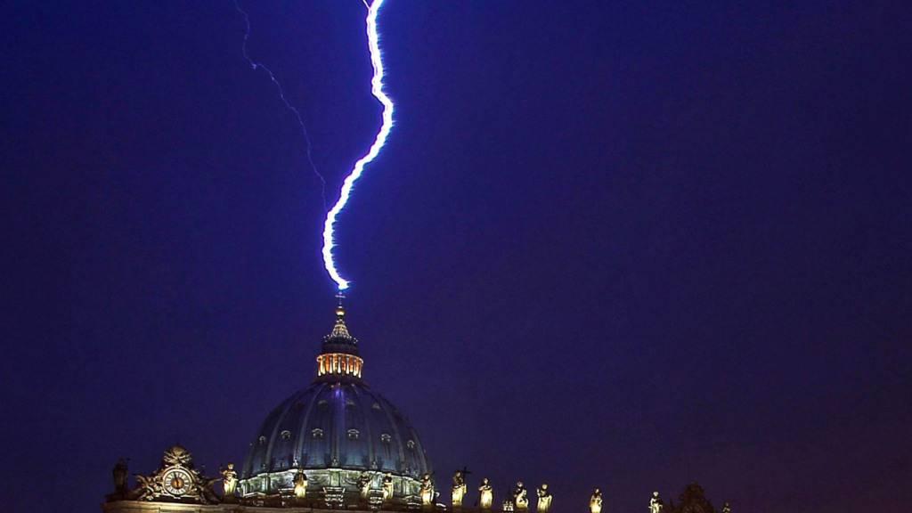 ARCHIV - Der Vatikan hat laut einem Medienbericht in London in mehr Luxusimmobilien investiert als bisher bekannt. Foto: Alessandro Di Meo/ANSA/epa/dpa