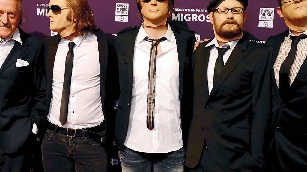 Die Band Dada Ante Portas, hier im Bild mit Dieter Meier (links) bei der Verleihung der Swiss Music Awards  2013, sucht mittels Crowdfunding Geld für ihr achtes Album. (Archiv)
