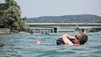 Die Idylle kann trügerisch sein: Besonders während extremer Hitzeperioden und bei hohem Wasserstand ist der Rheinschwumm äusserst gefährlich.Bild: Roland Schmid