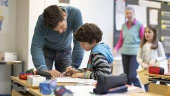 In Schweizer Klassenzimmern kommt es immer häufiger zu Konfliktsituationen. Nun fordert der Schweizer Lehrerverband eine unabhängige Ombudsstelle. (Symbolbild)