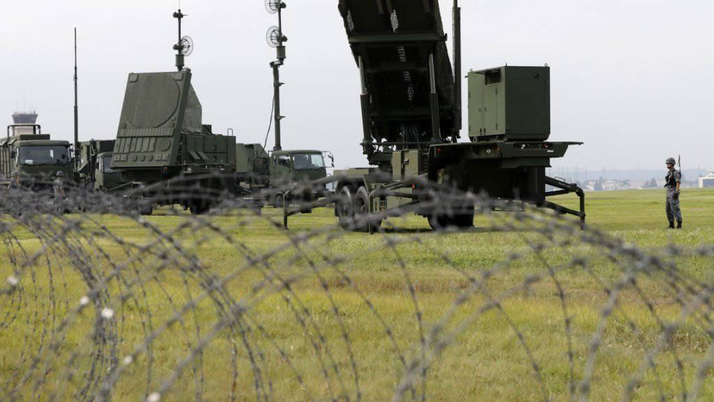 Japanische Verteidigungskräfte beim Training mit einem Raketenabfangsystem. Als Reaktion auf die Bedrohung durch Nordkorea hat Tokio eine Stationierung des US-Raketenabwehrsystems Aegis Ashore beschlossen. Das wird von Russland kritisiert. (Archivbild)