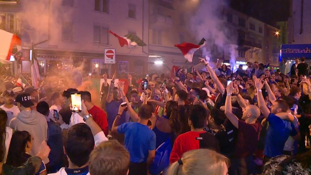 Gesang, hupende Autos, Feuerwerk: So wild feierten die Italien-Fans an der Zürcher Langstrasse