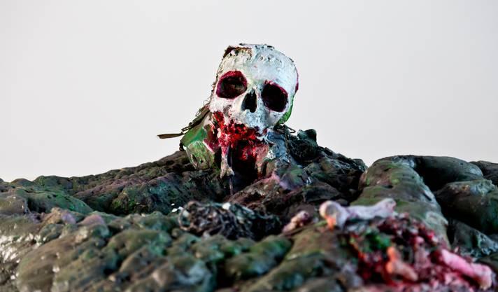 Mit seinen Werken will André Lehner provozieren. Er zeigt die Ästhetik von Gewalt und Zerstörung.