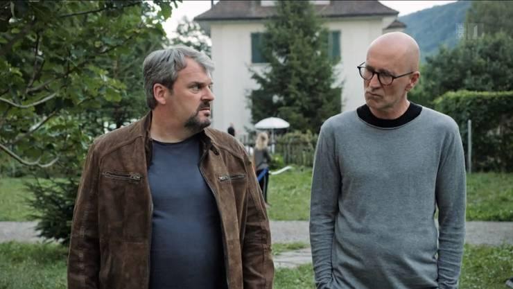 Luc Conrad (Mike Müller) und Prof. Josef Mankowsky (Peter Lohmeyer) vor der Solvay-Villa.