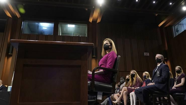 Amy Coney Barrett, Kandidatin für das Richteramt am Obersten Gericht der USA, sitzt bei einer Anhörung vor dem Justizausschuss des Senats auf dem Capitol Hill. Foto: Alex Edelman/Pool AFP/AP/dpa