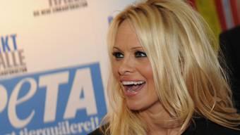 Pamela Anderson besucht die Basler Markthalle
