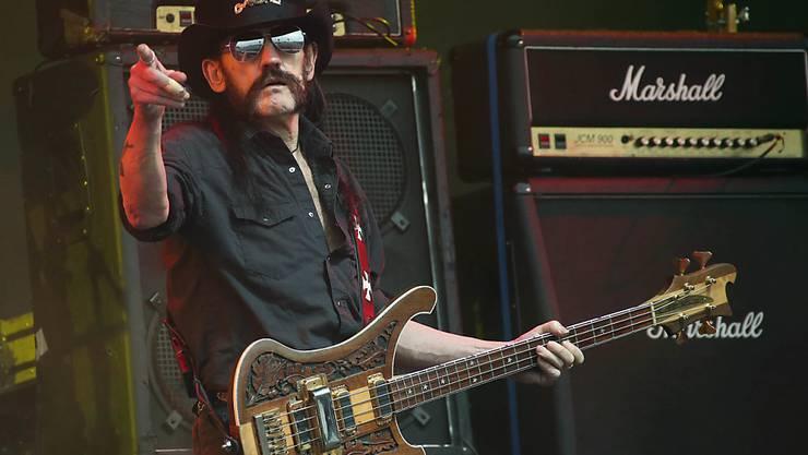 Mit dem Tod von Motörhead-Frontmann Lemmy Kilmister hat die Rockmusik eine prägende Figur verloren. Zumindest seine Stimme lebt auf einem im Mai erscheinenden Live-Album auf. (Archivbild)