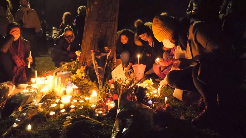 London: Trotz Absage gedenken Hunderte an getötete Sarah E.