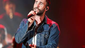 Spekulationen um den Halbzeit-Act gehören zur Super-Bowl-Tradition: 2019 soll die Band Maroon 5 um Sänger Adam Levine auftreten. (Archivbild)