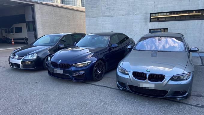 Zur späteren technischen Überprüfung vorläufig sichergestellte Autos