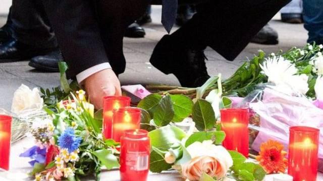 Zeichen der Trauer nach der Tötung der Mutter von sechs Kindern