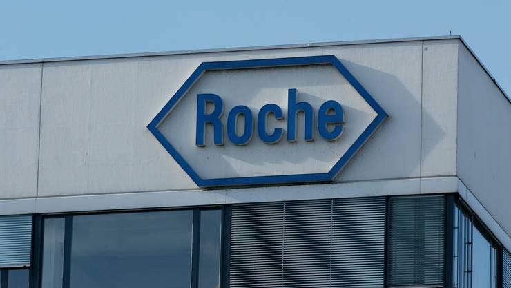 Die Firma Roche weist alle Vorwürfe von Greenpeace zurück. (Archiv)