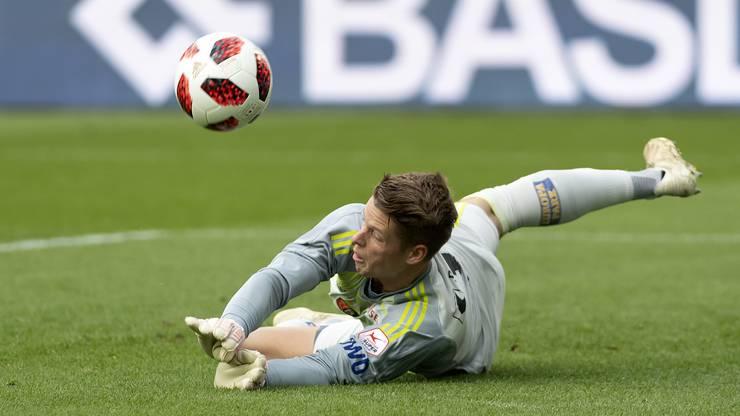 Jonas Omlin steht auch heute wieder im Tor und will mit seinem FCB gegen Lugano gewinnen.