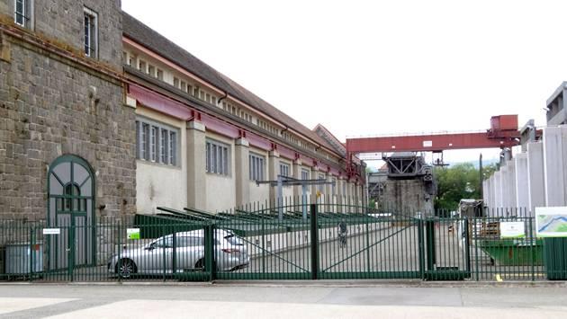 Noch ist das Tor zum Wehr geschlossen: Kraftwerk Laufenburg. – Foto: chr