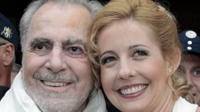 Der Schweizer Star Maximilian Schell und seine Ehefrau Iva Schell nach ihrer Heirat im August 2013. Foto: Keystone