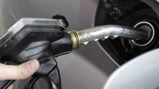 Die Benzinpreise in Deutschland erklimmen ein neues Rekordhoch (Symbolbild)
