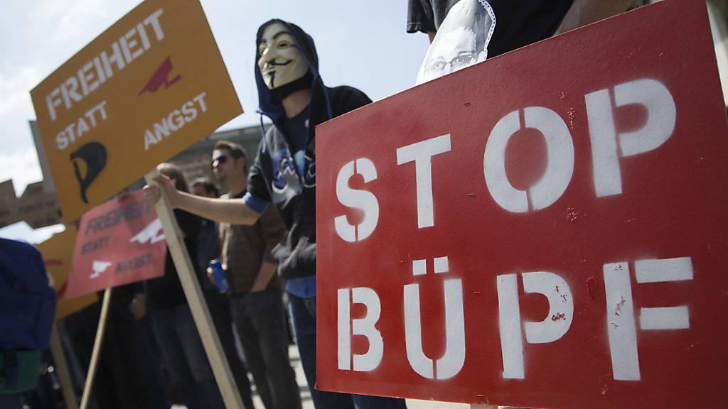 Die Telefonüberwachung ist auch politisch umstritten. Die Gegner des neuen Überwachungsgesetzes BÜPF sammelten aber nicht genügend Unterschriften für ein Referendum. (Archiv)
