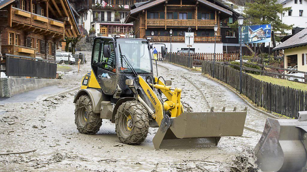 Massive Schneemengen in Alpen und Hochwassergefahr im Flachland