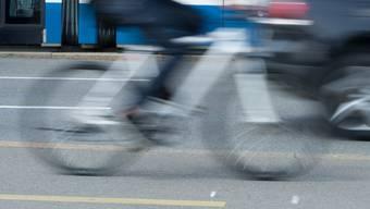 Ein zweiter involvierter Fahrradfahrer fuhr nach dem Unfall weiter – er wird von der Polizei gesucht. (Symbolbild)