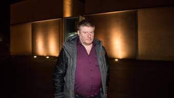 Ignaz Walker vor dem Gefängnis Grosshof in Kriens.
