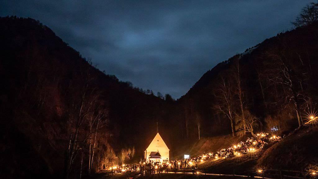 Höhepunkt des Ranfttreffens ist der Weihnachtsgottesdienst um drei Uhr morgens mit dem Bischoff in Flüeli-Ranft.