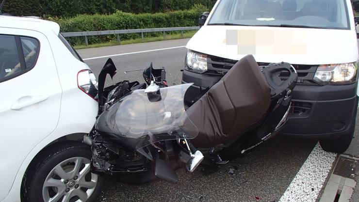 Am Dienstagmorgen kam es zu einer Auffahrkollision auf der Autobahn A1 bei Brunegg mit sechs involvierten Fahrzeugen.