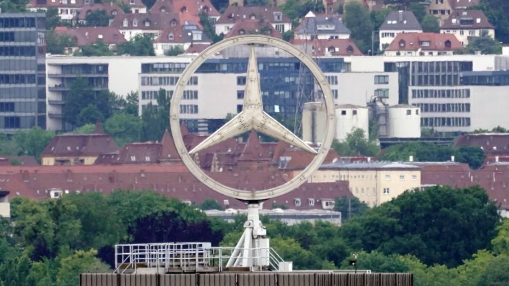 Der deutsche Daimler-Konzern hat im dritten Quartal wieder mehr Autos verkauft. (Archivbild)