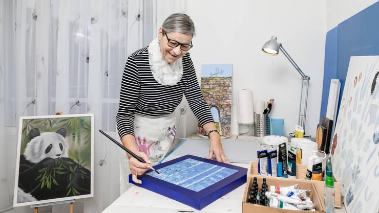 Zita Lehner ist gespannt, wie die Besucher auf Ihre Bilder reagieren.