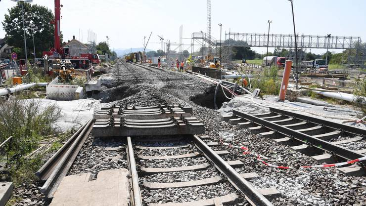 Die Ursache der Streckensperrung: Abgesacktes Bahngleis bei Rastatt (D).