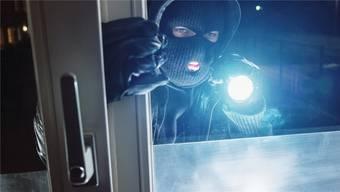 Sie stiegen durch Fenster und Türen ein (Symbolbild).