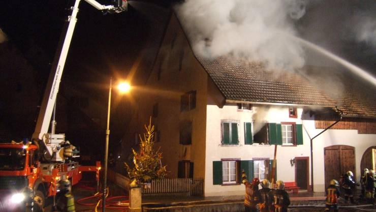 Das Heim für schwererziehbare Jugendliche brannte in der Nacht aus. Die Brandursache ist noch nicht geklärt. Eine Person wird vermisst.