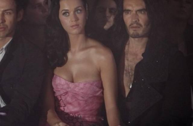 Da war die Welt noch in Ordnung: Katy Perry und Russell Brand (r) bei einer Modeveranstaltung 2009