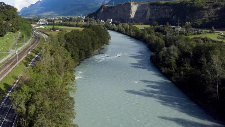 Eine französische Firma kann die 160 Kilometer entlang der Rhone in den Kantonen Wallis und Waadt gestalten. (Archiv)